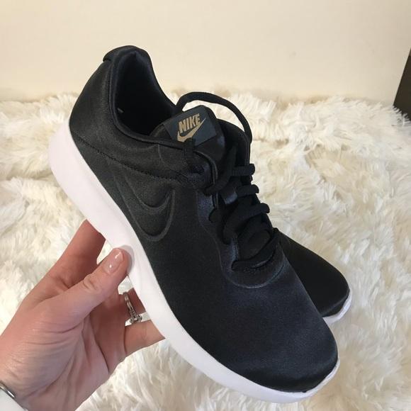 NEW Women s Nike Tanjun Running Shoes 36bfa858e